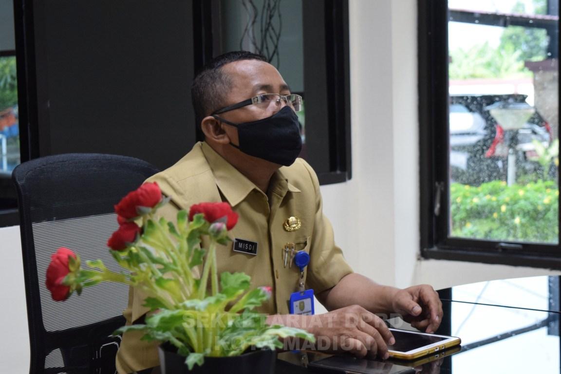 SEKRETARIS DPRD KOTA MADIUN BESERTA PEJABAT STRUKTURAL MENGIKUTI RAPAT  MELALUI VIDEO CONFERENCE  ACARA ASISTENSI DPRD DAN PEMERINTAH DAERAH PROVINSI DAN KABUPATEN/KOTA  SE-INDONESIA